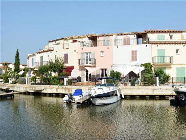 Aigues-Mortes from Cottages 4 You