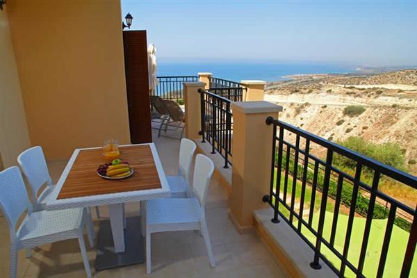 Apartment Theseus Village CE13, Aphrodite Hills, Cyprus With Swimming Pool