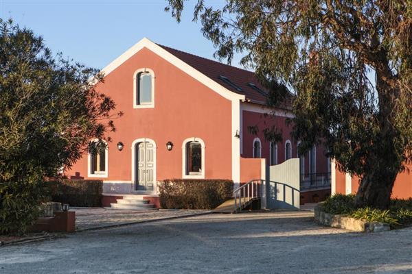 Casa Macarca in Alcobaça