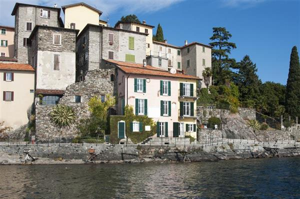 Casa Mirabellano in Provincia di Como