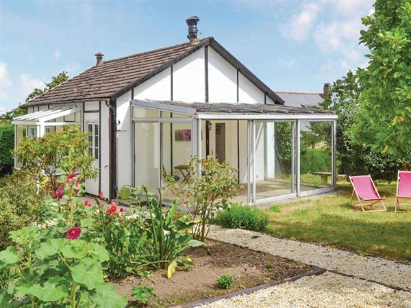 Le Cottage Blanc in Mayenne