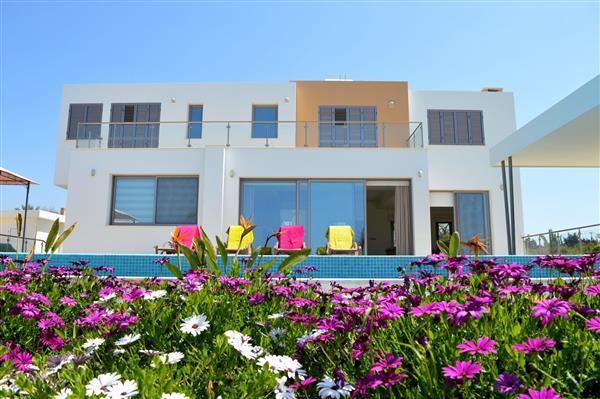 Limni Beach Villa, Polis, Paphos With Swimming Pool