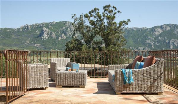 L'Ecole Des Vignes in Corse-du-Sud