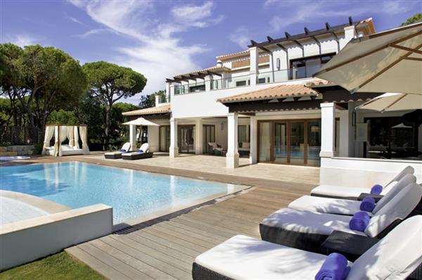 Pine Cliffs Deluxe Villa in Albufeira