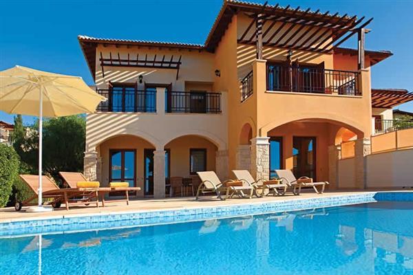 Theseus Village TE02, Aphrodite Hills, Cyprus With Swimming Pool