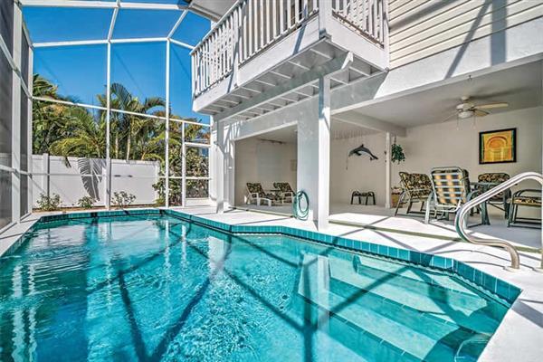 Villa 707 North Bay Blvd in Florida