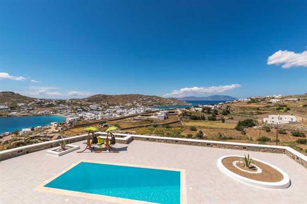 Villa Antoinette, Ornos