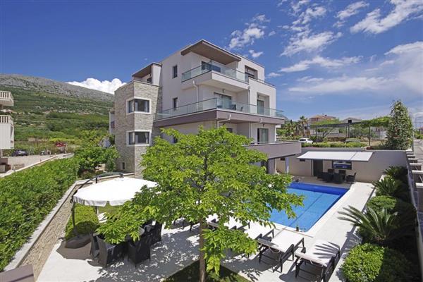 Villa Bura, Dalmatian Coast, Croatia with hot tub