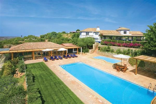 Villa Casa de Baixo in Portugal