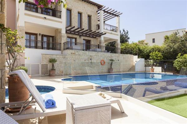 Villa Cassia, Aphrodite Hills, Cyprus with hot tub