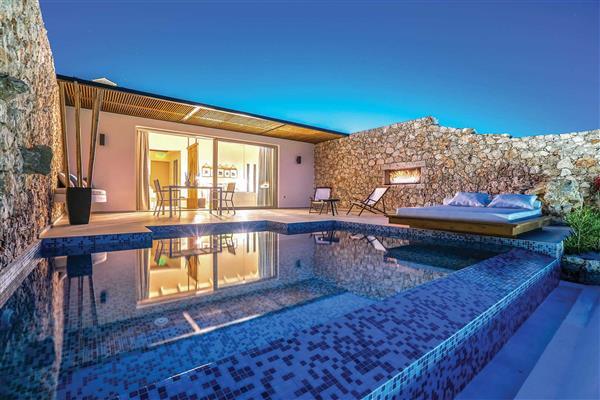 Villa Emerald Suites from James Villas