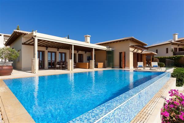 Villa Florentia, Aphrodite Hills, Paphos With Swimming Pool