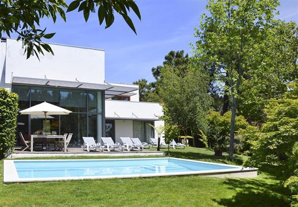 Villa Genovevia in Almada