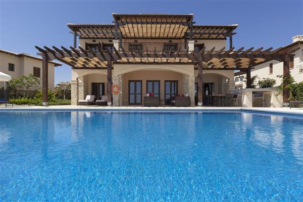 Villa Georgio, Aphrodite Hills, Paphos With Swimming Pool