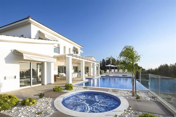 Villa Kissonerga, Paphos, Cyprus with hot tub