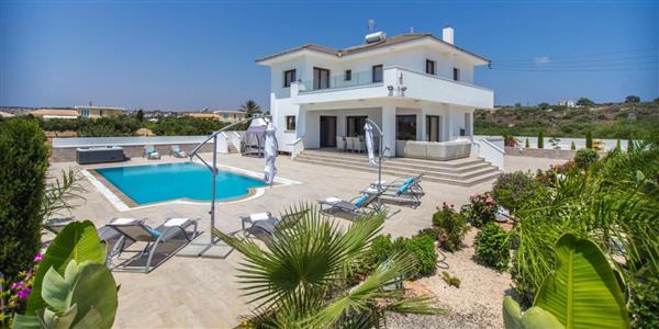 Villa Konnos in