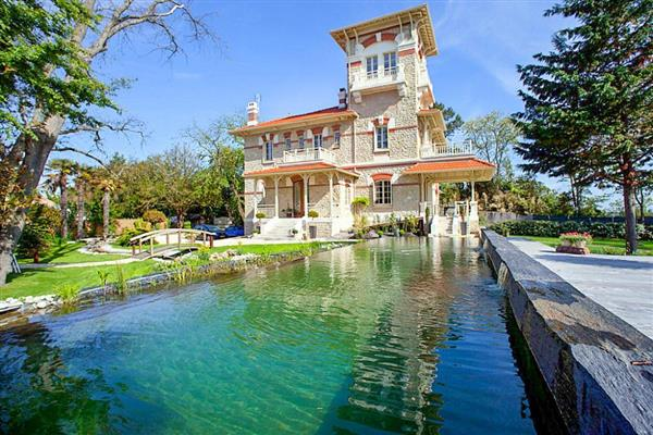 Villa Le Bassin from Oliver's Travels