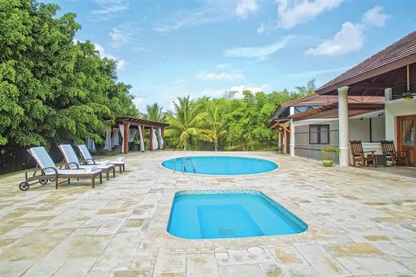 Villa Los Cisnes from James Villas