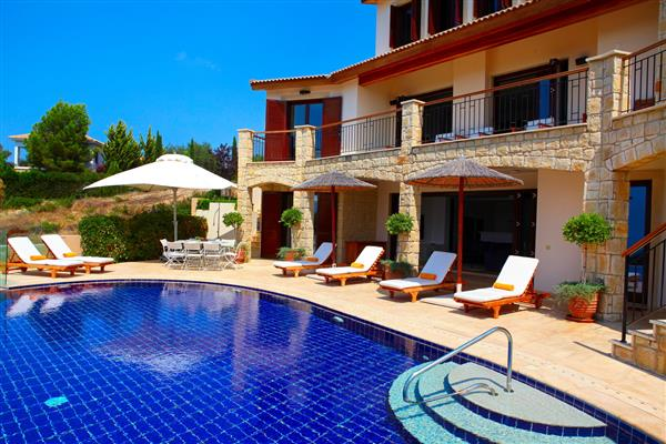 Villa Maia, Aphrodite Hills, Paphos With Swimming Pool