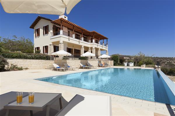 Villa Markus, Aphrodite Hills, Paphos With Swimming Pool