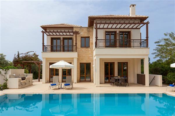Villa Mollie, Aphrodite Hills, Paphos With Swimming Pool