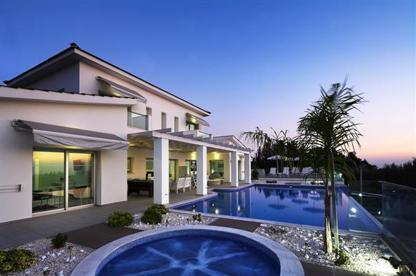 Villa Montemare, Coral Bay, Paphos With Swimming Pool
