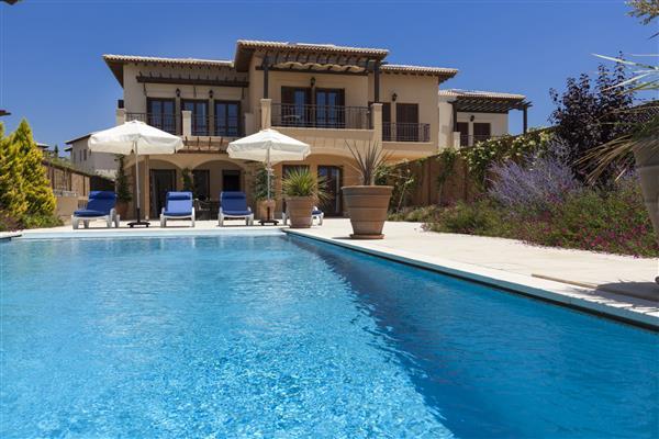 Villa Nikolas, Aphrodite Hills, Paphos With Swimming Pool