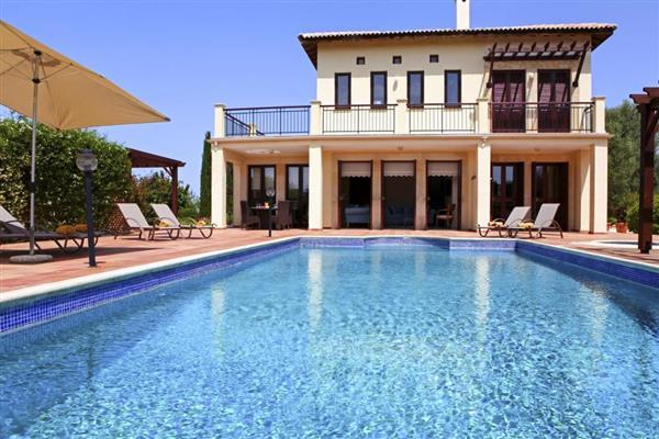 Villa Nyssa, Aphrodite Hills, Cyprus with hot tub