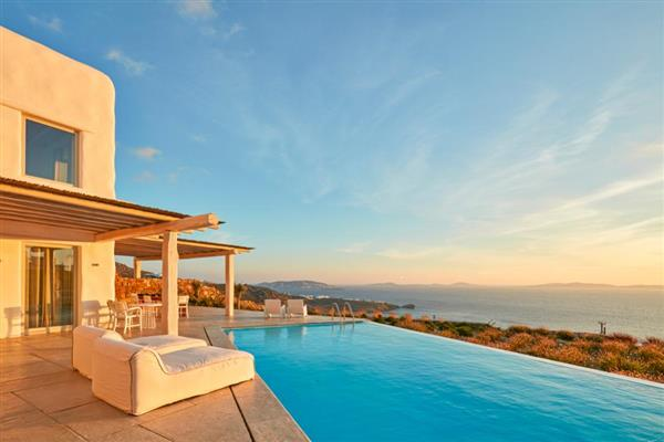 Villa Paralia in Southern Aegean