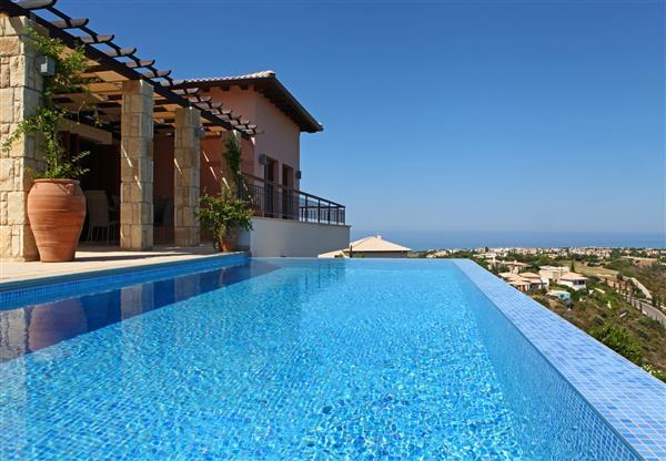 Villa Sonia, Aphrodite Hills, Paphos With Swimming Pool