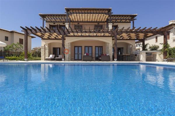 Villa Zinovia, Aphrodite Hills Resort, Cyprus with hot tub